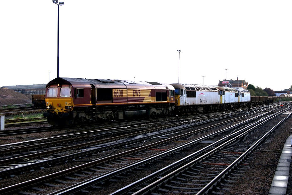 Class 56s move at Eastleigh nick hair