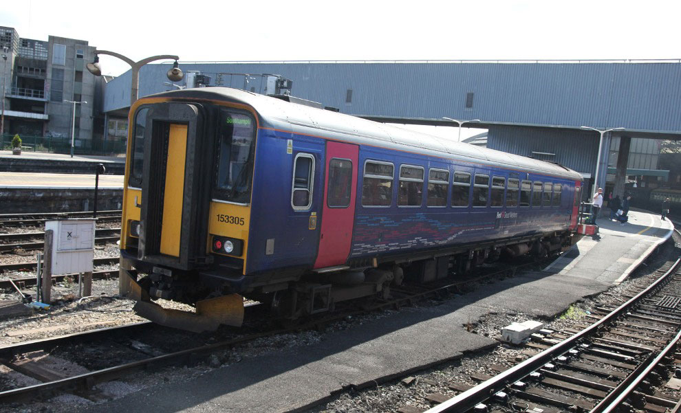 class 153 FGW rural train at Bristol by Phil Marsh