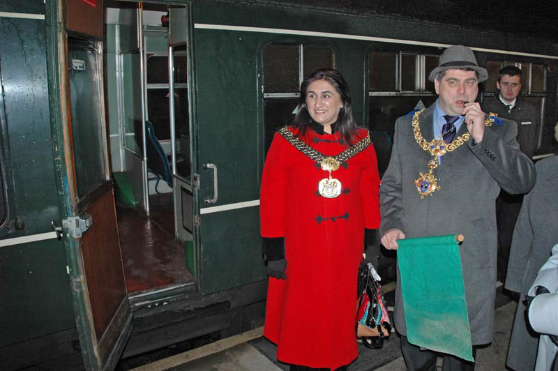 The Lord Mayor of Bradford Cllr Naveeda Ikram (left) and the Town Mayor of Keighley Cllr Tony Wright (right) get ready