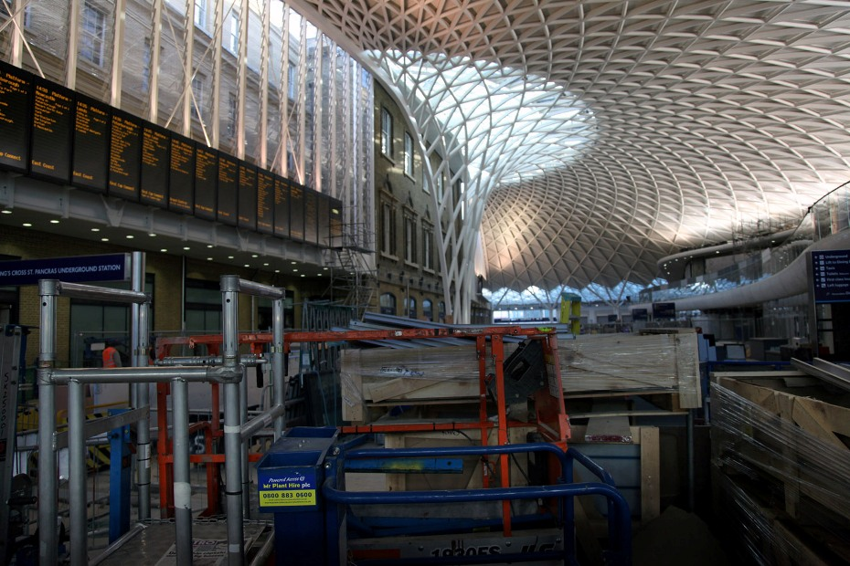 8 kings cross western concourse jan 2012 phil marsh