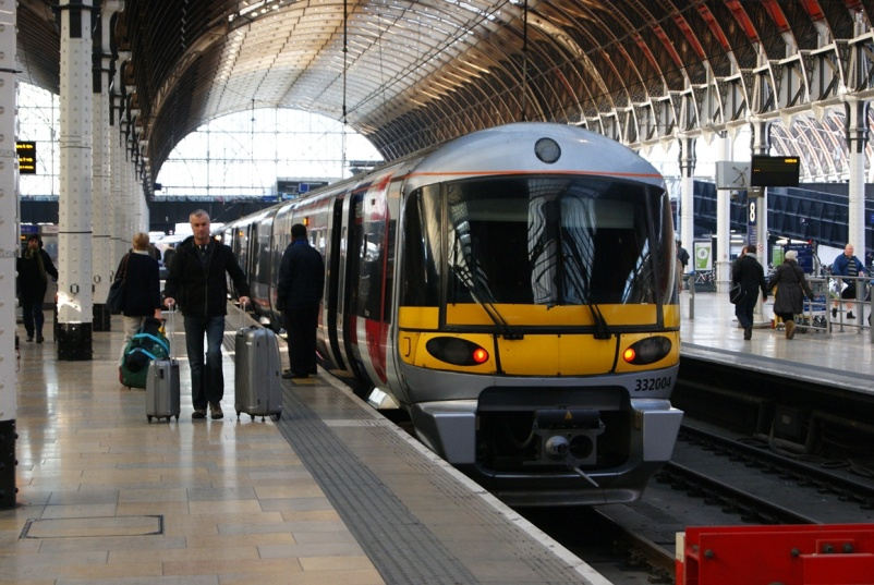 Heathrow Express at London Paddington by Nicholas Hair