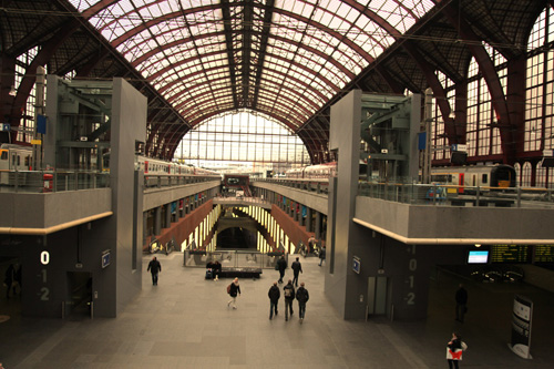 Antwerp Station from entrance by Phil Marsh