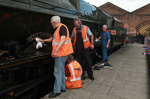 Cleaning the engine at York by Phil Marsh