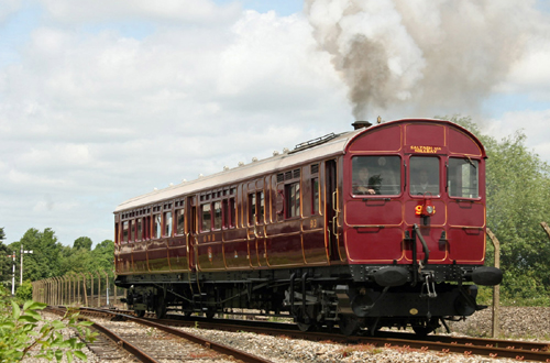 Didcot Rail Motor 135 by Phil Marsh