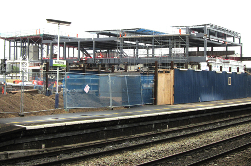 New concourse bridge at Reading by Phil Marsh