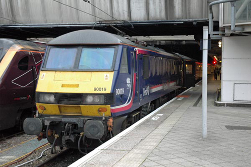 scotrail-liveried class 90 no. 90019. paul bickerdyke