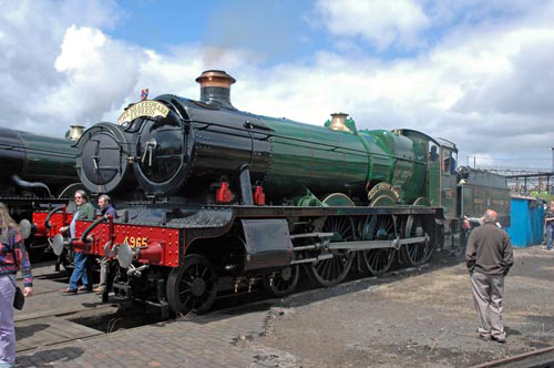 Ex-GWR No. 4965 'Rood Ashton Hall' courtesy of Paul Bickerdyke