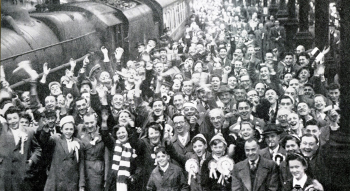 FA cup final, Leicester fans at Euston, 1961