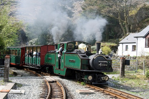 Ffestiniog2. Courtesy of Cliff Thomas