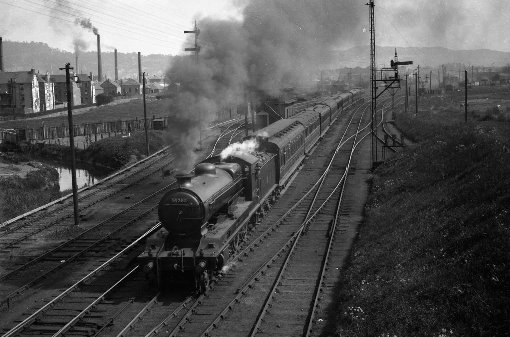 4 clan 14762 leaves inverness heading south Duncan Chandlet collection