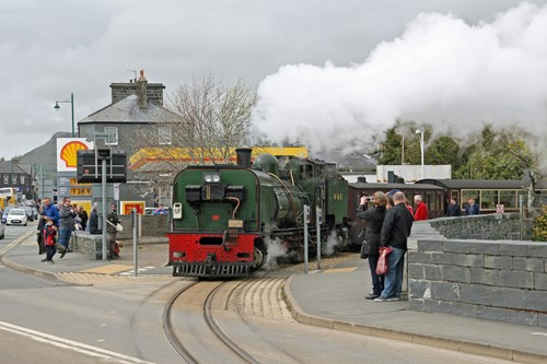 13 Fill her up sir - WHR in Porthmadog_Cliff Thomas