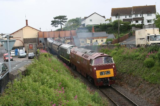 D1010 Western Campaigner double heads 'Hymek' No. D7017 at Watchet, by Peter Nicholson