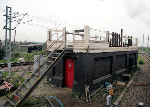 Willesden high level signalbox being demolished by Phil Marsh