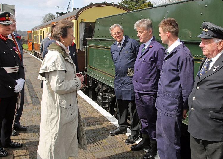 2 HRH meets loco crew Roger Norfolk, Paul Fathers, Ryan Green and Guard Inspector Ray Durrant