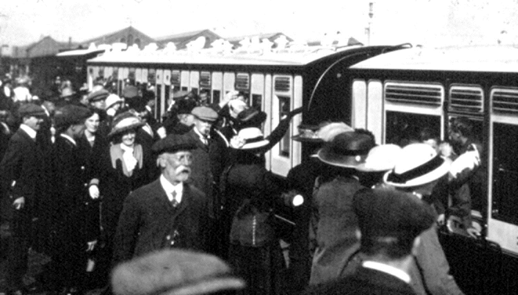1 1915 Wolverton Ambulance train viewing Phil Marsh