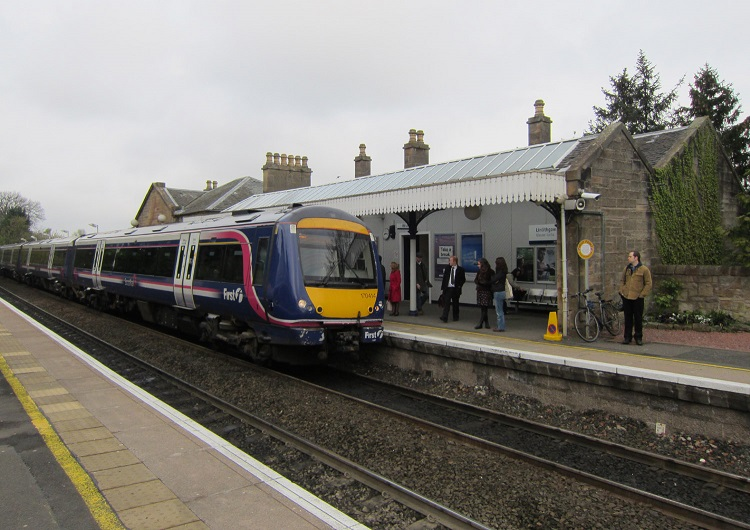 Edinburgh train at Linlithgow by Phil Marsh