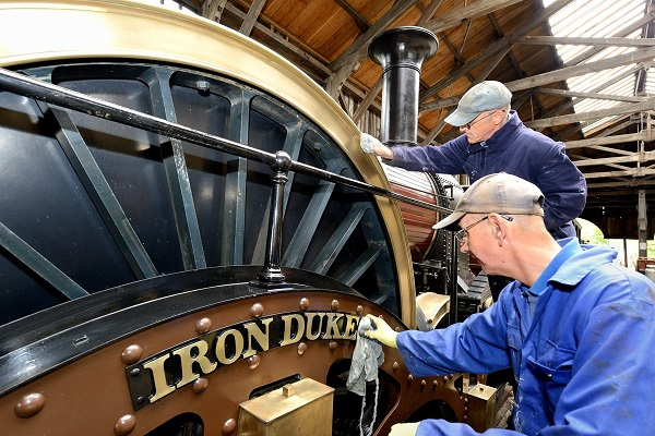 Iron Duke being polished by Pete Savin and Alan Soper by Frank Dumbleton.
