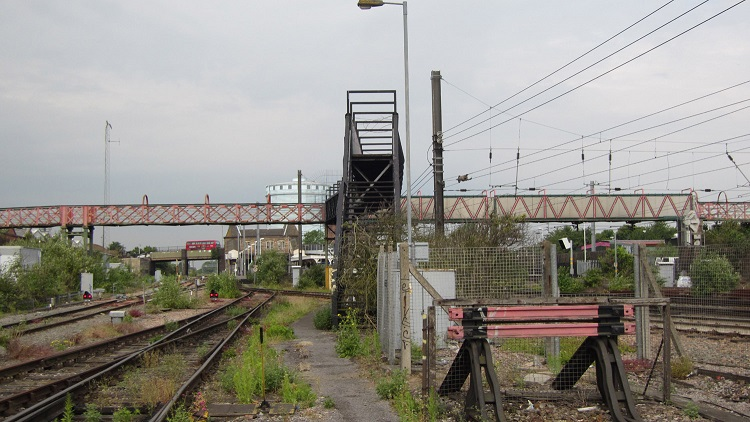 7 Southall footbridge as it is today