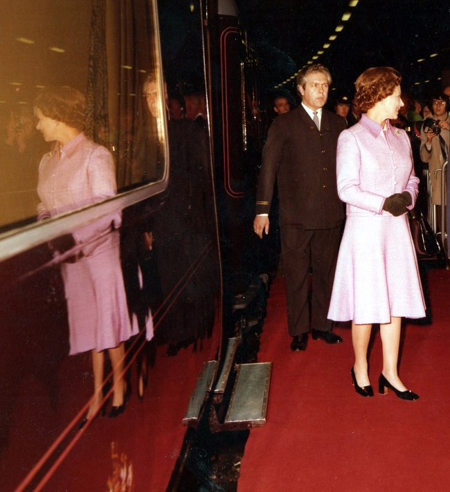 1 The Queens departs for Scotland on the Royal Train in 1977 Leo Coleman