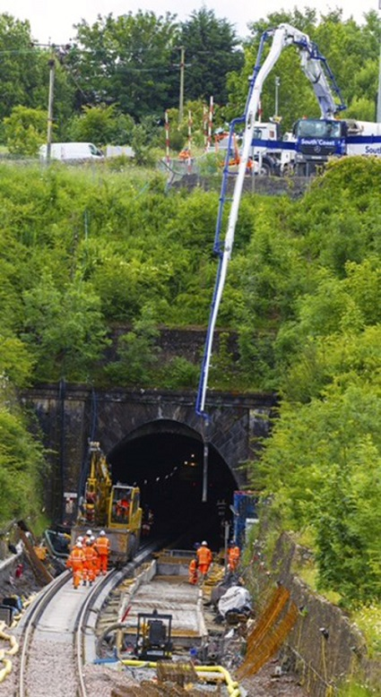 2 Winchburgh tunnel works by Network Rail