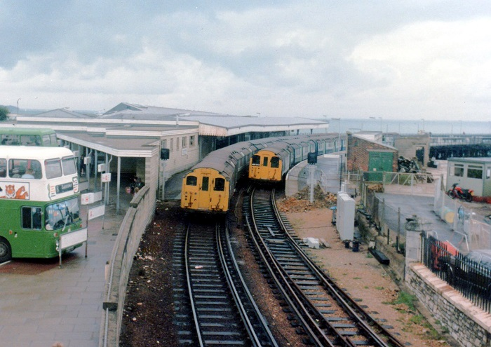Both lines in use at Ryde in 1985 by Phil Marsh