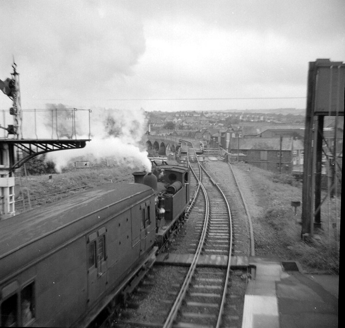 1966 Newport IOW station and viaduct and an 02 by Phil Marsh